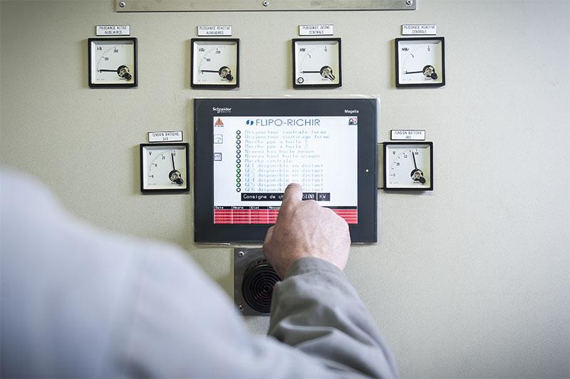 Ecran contrôle maintenance automatisme industriel