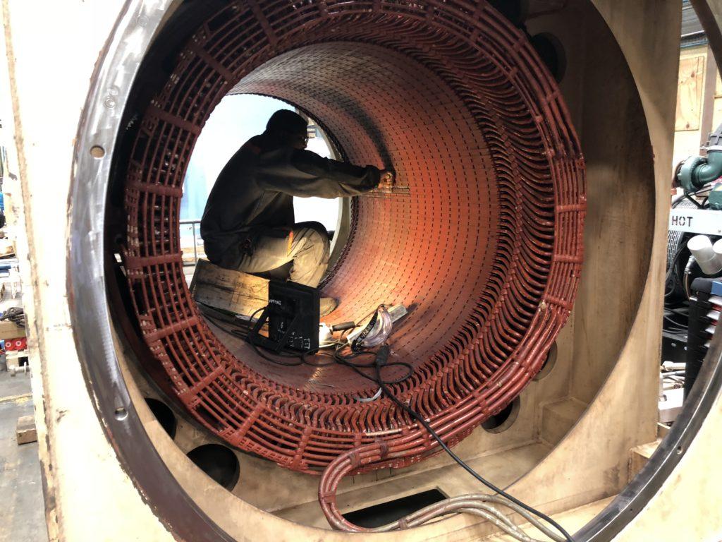 Fournisseur d'énergie et révision d'un moteur de pompe