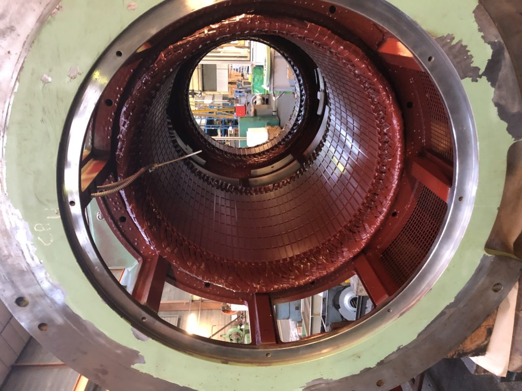 Centrale hydroélectrique en France. Alternateurs de 500 KVA, 500V, 650 t/mn l Flipo Richir