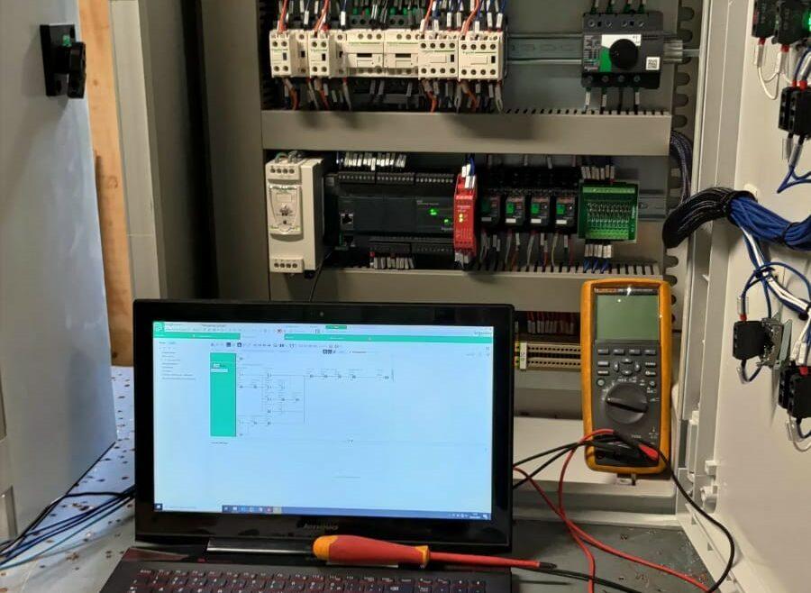 Datacenter réalisation du coffret pour la gestion du fuel sur des groupes électrogènes de secours l Flipo Richir